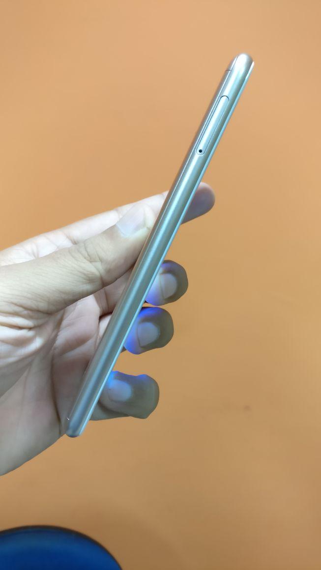 Asus Zenfone Live ZB501kl Review sim slot
