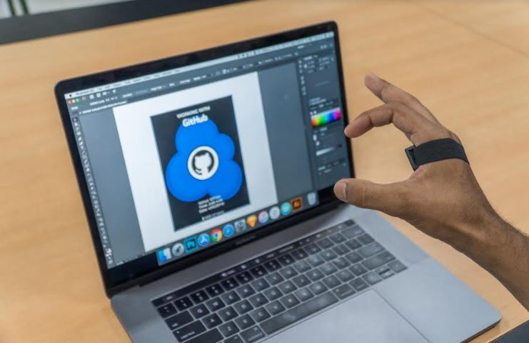 Using gestures to design using photoshop