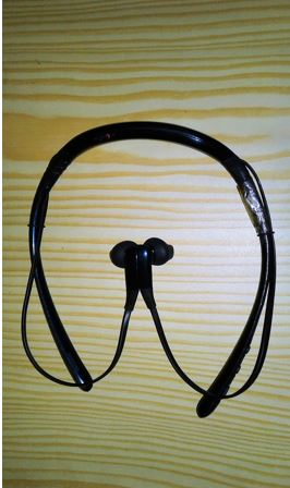 Samsung Level U is a mid-range earphone