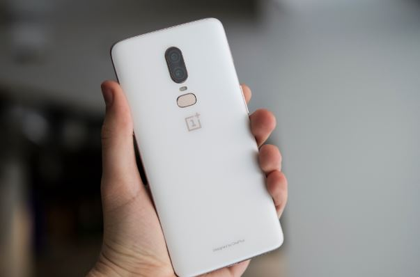 Soft silk White finish OnePlus 6 will be out soon