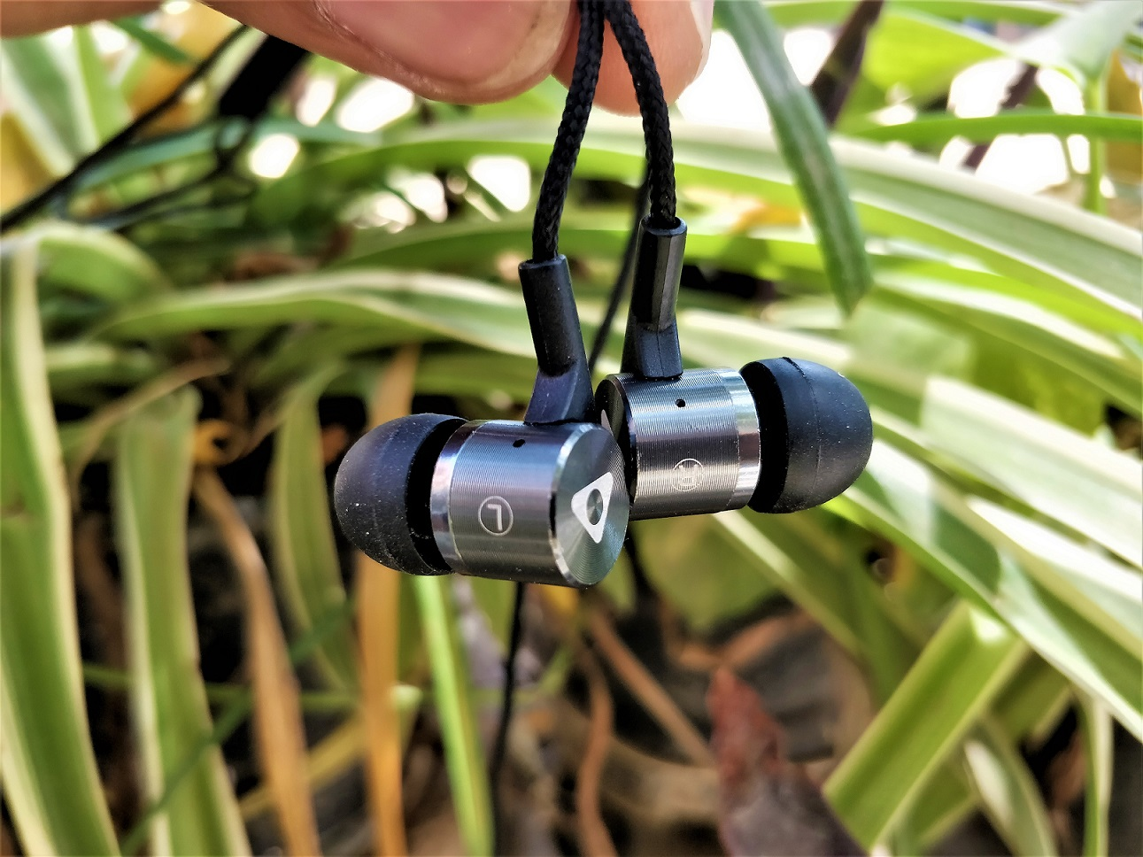 Stuffcool Bac in-Ear Wired Earphones Headphone Review 2