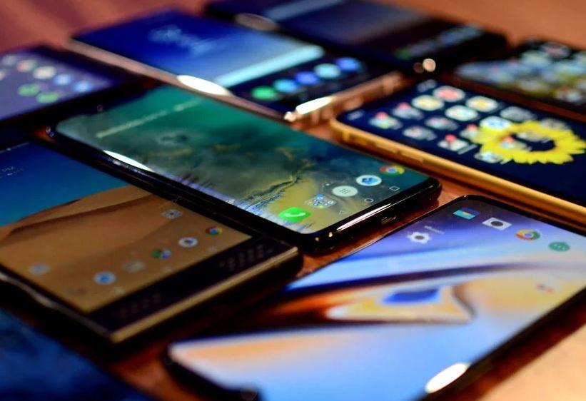 Neden 2019'da orta sınıf akıllı telefonlar amiral gemisi telefonlardan daha iyidir?