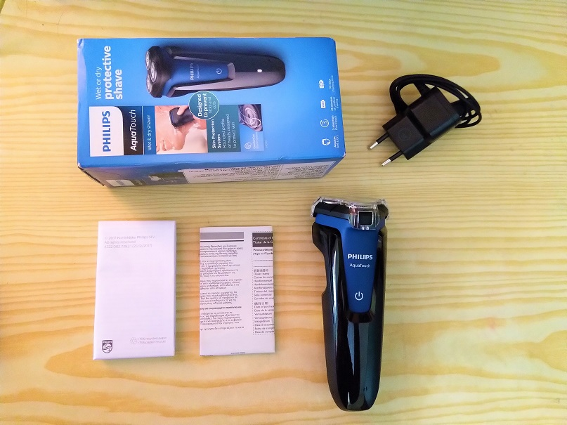 Philips-AquaTouch-S103004-shavee-box-content