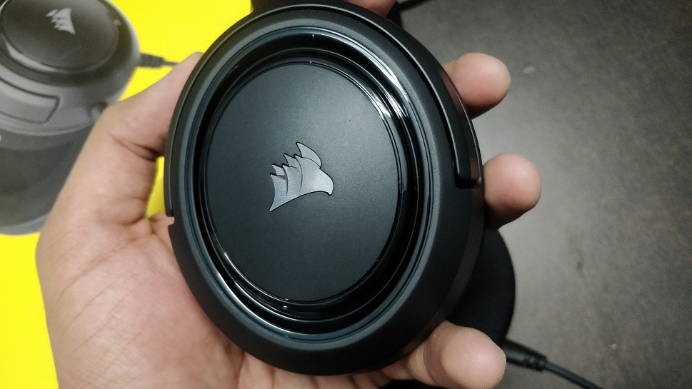 Earcups-of-HS35-stereo-headset