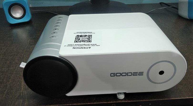 GeeDee G500 projector front