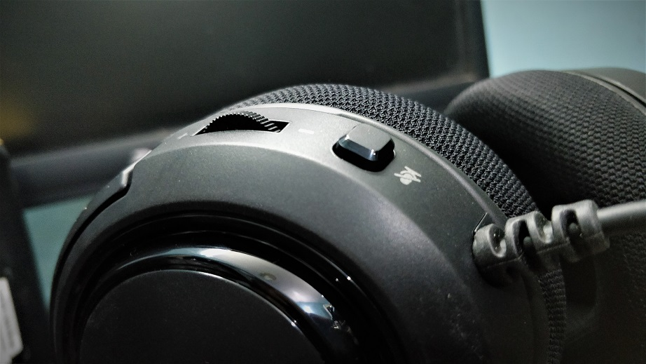 Volume-control-and-mic-mute-button-HS35-
