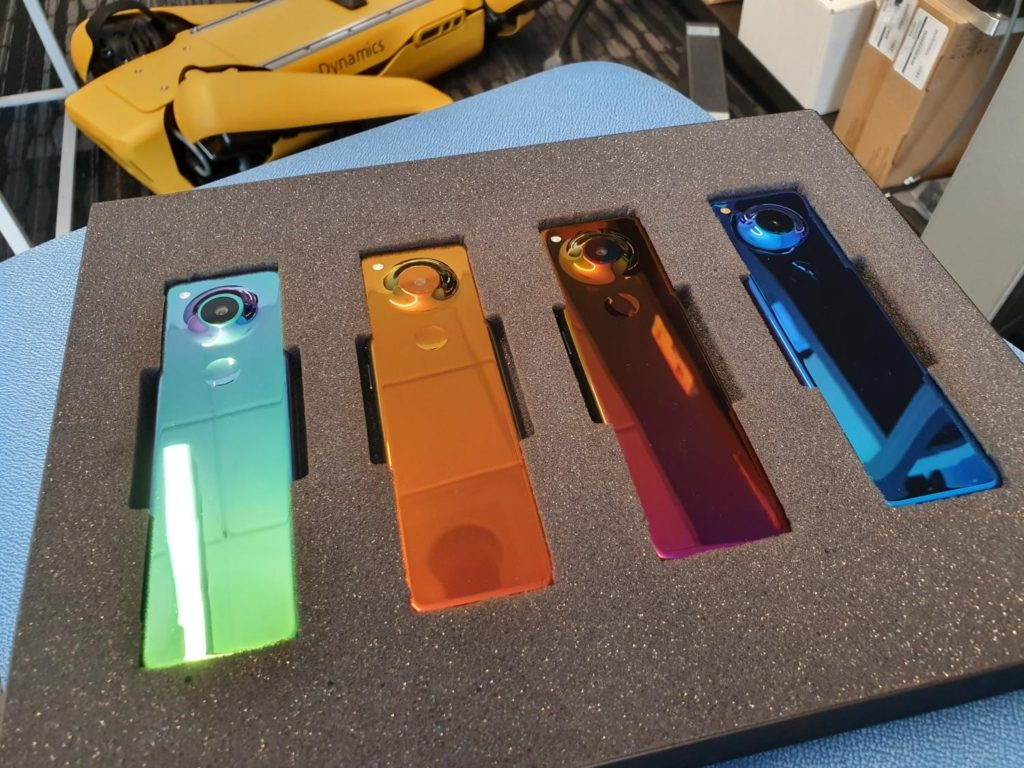 essential-gem-colors-smartphone