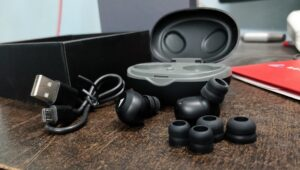 Boult Audio AirBass Combuds review Budget Earbuds to buy